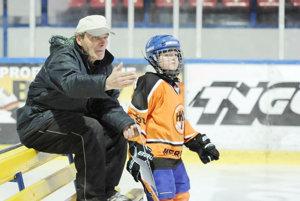 V plnom trénerskom nasadení. Jeho rukami prešlo množstvo mladých hokejistov.