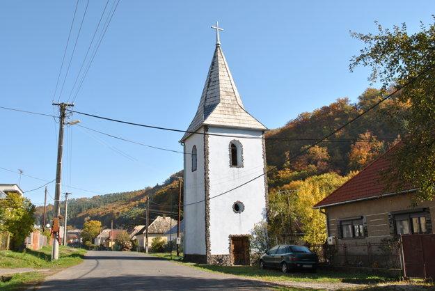 Stará zvonica je pýchou obce.