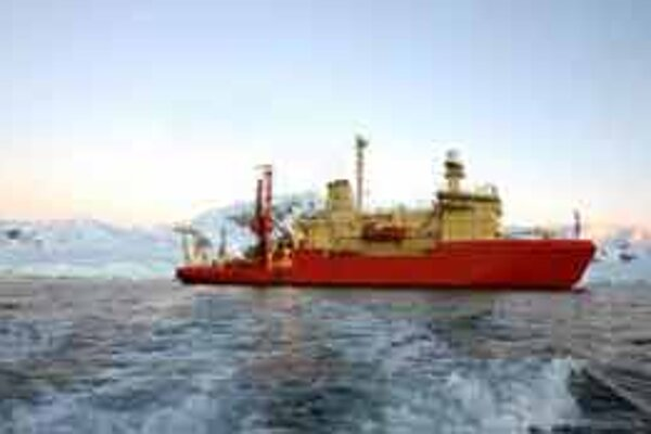 Rusko vraj musí brániť svoje nároky na nerastné bohatstvo Arktídy.