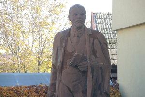 Viac ako štyri metre vysoká socha Vladimíra Iľjiča Lenina sa nachádza v Drietome.