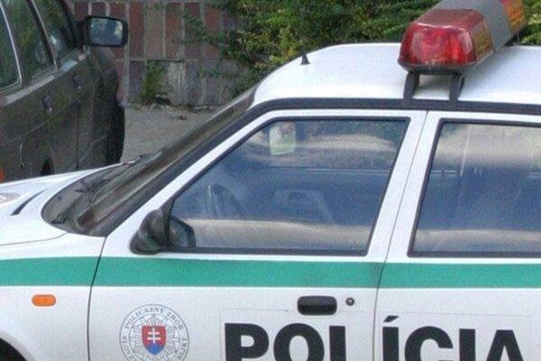Policajti pátrajú po útočníkovi.
