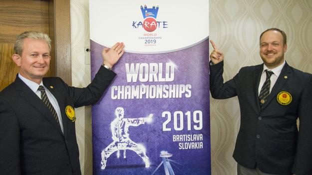 Prezident Svetovej únie karate WUKF (World Union of Karate-do Federation) Liviu Crisan (vľavo) a prezident Slovenskej federácie karate a bojových umení (SFKaBU) Daniel Baran počas spoločnej tlačovej konferencie v Bratislave.