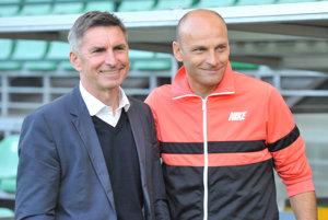 Jozef Antošík (vľavo), majiteľ MŠK Žilina, pózuje s trénerom Adriánom Guľom.