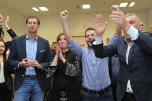 Radosť v štábe prešovského župana Milana Majerského. Opozícia oslavovala úspech.
