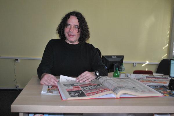 Novinár Arpád Soltész. Žije v Bratislave, je komentátorom portálu Noviny.sk. Predtým pôsobil vo viacerých významných denníkoch aj týždenníkoch. Ako sám hovorí, hodnotnejšiu, drsnejšiu a adrenalínovejšiu časť žurnalistickej kariéry strávil v Košiciach, odkiaľ pochádza.
