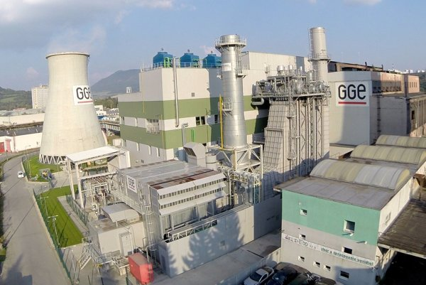 Tepláreň vyrába teplo a elektrinu modernou technológiou.