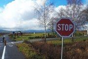 Mnohí cyklisti zákazovú značku nerešpektujú aohrozujú tým nielen seba.