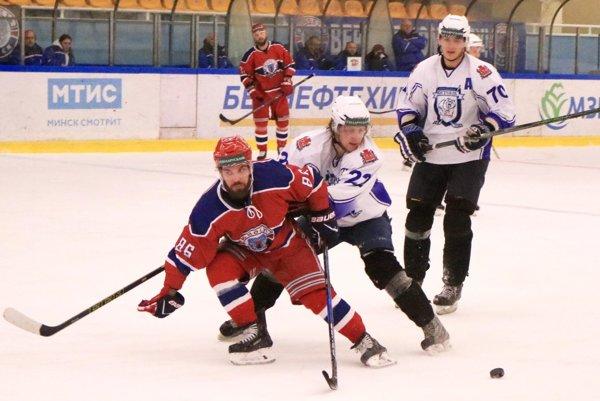 Marek Slovák má v 19 zápasoch bilanciu 8 gólov a 7 asistencií. Junosť Minsk je na druhom mieste bieloruskej ligy o dva body za Soligorskom, ale má zápas k dobru.