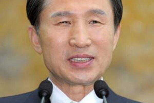 Juhokórejský prezident I Mjong-bak  (na obrázku) vymenoval za ministra pre unifikáciu jedného z hlavných architektov politiky tvrdej línie voči Severnej Kórei.