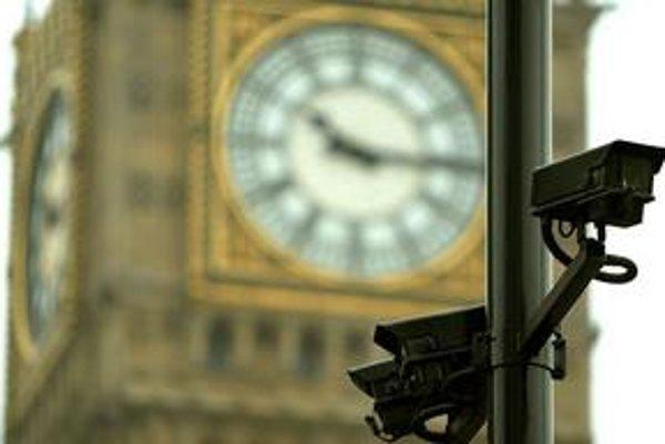 Na jednu kameru pripadá v Británii 14 občanov. Sú všade – v obchodoch, metre, školách i pred parlamentom v Londýne.