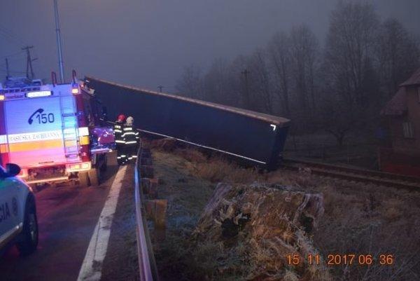 Pri nehode sa našťastie nikto nezranil.