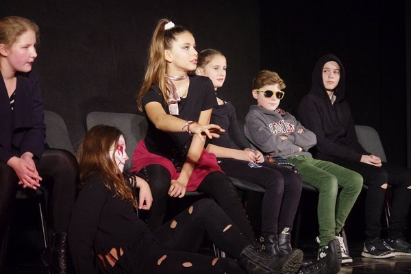Mladí divadelníci zo ZUŠ I. W. Kráľa sa predstavili dosť strašidelným kúskom.