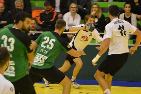 Hádzanári za tri dni odohrali dva náročné zápasy.