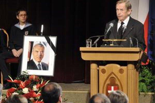 Havel na smútočnom akte.