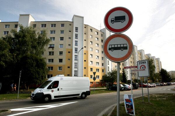 Zákaz na Západe dostali nadrozmerné autá pred dvoma rokmi.