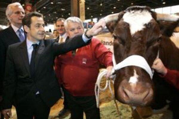 Francúzsky prezident Nicolas Sarkozy na poľnohospodárskom veľtrhu v Paríži.