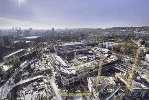 Pohľad na výstavbu Národného futbalového štadióna na Tehelnom poli v Bratislave.