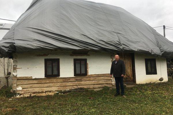 Takto vyzerá domček po prekrytí. Na snímke starosta Vasil Dinič.