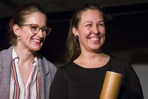 Zakladateľky iniciatívy #somtu vľavo Anežka Karľa a vpravo Veronika Klindová získali cenu za Komunikačný počin roka.