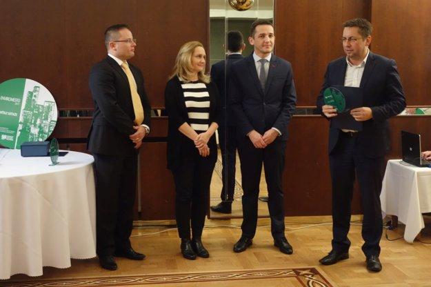Ocenenie prevzal viceprimátor Zvolena Jaroslav Stehlík (vpravo).