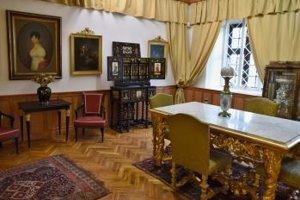 Na snímke je zariadená izba s dobovými prvkami vystavovaná ako stála expozícia v Západoslovenskom múzeu v Trnave.