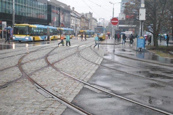Zrekonštruované trate. Od ministerstva dopravy ani ÚVO nehrozia momentálne pre mesto Košice žiadne sankcie.