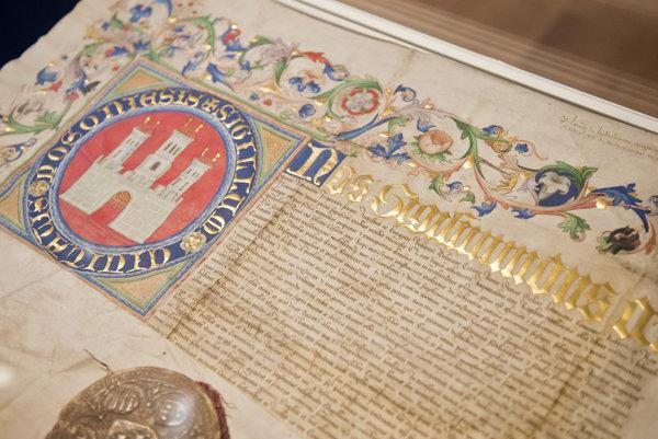 Historická listina, ktorou uhorský kráľ Žigmund Luxemburský potvrdzuje Prešporku právo používať mestský erb a pečať.