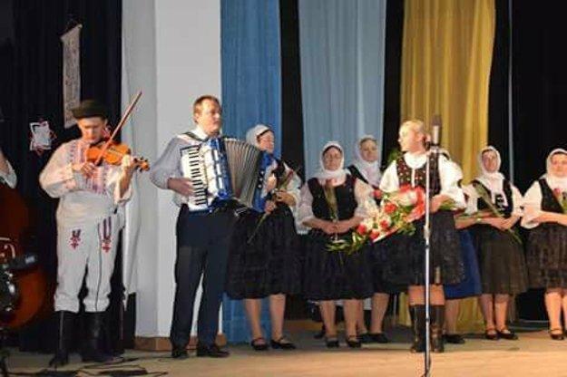 Starosta obce Oščadnica Marián Plevko a Veronika Mačuhová.