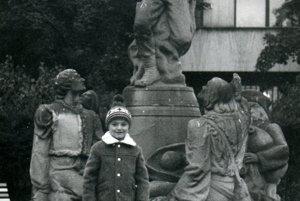 Súsošie Jánošíkovej družiny zo začiatku sedemdesiatych rokov vbývalom parku vcentre Martina, keď bolo súčasťou fontány.