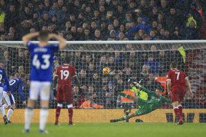Wayne Rooney strieľa vyrovnávajúci gól.