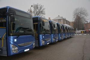 Od 10. decembra zaviedla žilinská SAD-ka nové pilotné spoje na Kysuciach z Bystrickej doliny na stanicu v Krásne nad Kysucou.