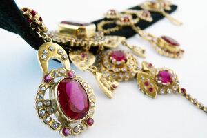 Replika vzácneho šperku.