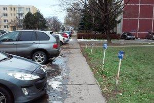 Zaparkovať vo Veči je často problém.