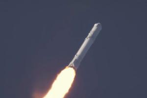T+0:01:10 Falcon 9 dosiahne rýchlosť Mach 1 - rýchlosť zvuku.