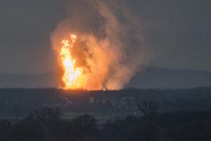 Plamene šľahajúce k oblohe: Slovákov aj Rakušanov prebudil výbuch plynu v Baumgartene.