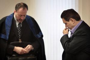 Advokát Peter Filip (vľavo) so svojim klientom Jozefom Majským.