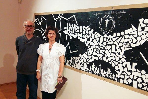 Kamil Varga s kurátorkou výstavy Elou Porubänovou.