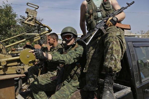 Doneckí separatisti v aute so zbraňami.
