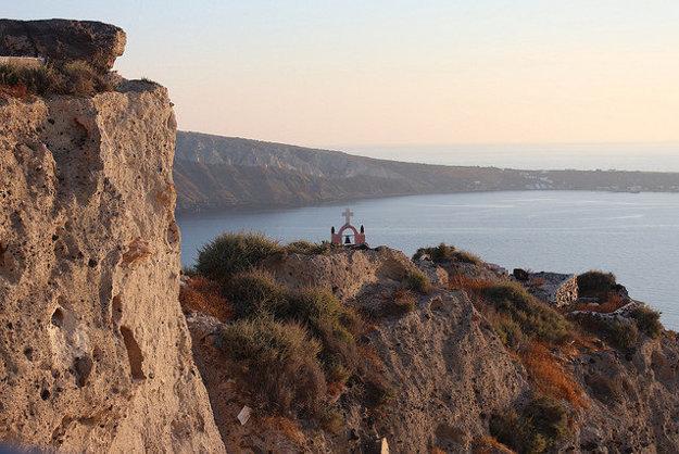 Objavujte skryté kúty a miesta ostrova Santorini.