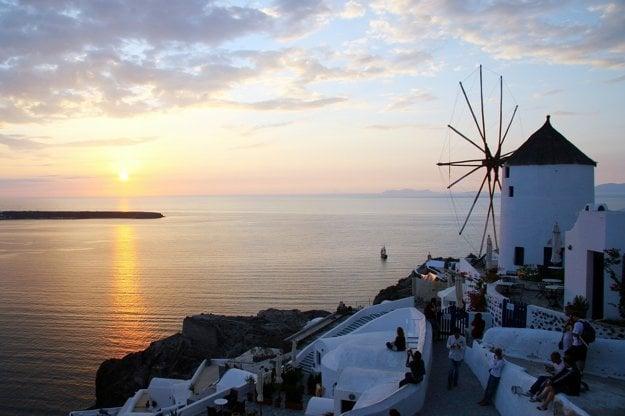 O nádherné západy slnka nie je na Santorini núdza.