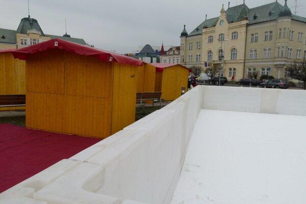 Umelá plocha na korčuľovanie je v Leviciach už druhú sezónu.