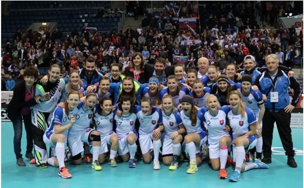 Široké úsmevy na tvárach hráčok aj realizačného tímu. Slovensko skončilo na domácich MS na skvelom piatom mieste