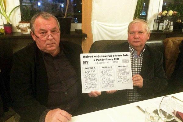 Dlhoroční organizátori turnaja - zľava Ladislav Kokeš a Tibor Rábek. majiteľ firmy TIBI.
