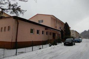 Budova Základnej školy s materskou školou v Smolníku.