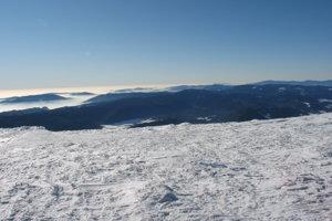 Muránska planina, Veporské vrchy, úplne vpravo Poľana.