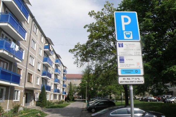 Rezidentské karty dostanú ľudia, ktorí bývajú v parkovacej zóne.
