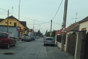 Na parkovanie na Vančurovej ulici upozorňovali obyvatelia už v roku 2014.