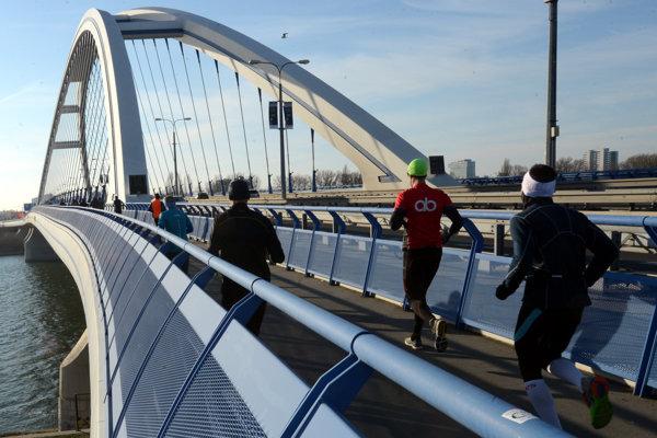 Silvestrovský beh cez bratislavské mosty - ilustračná fotografia.