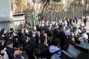 Nespokojní Iránci vyšli do ulíc.