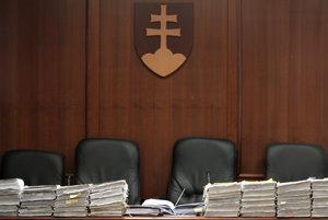 Pojednávacia miestnosť so spismi na Špecializovanom trestnom súde v Pezinku.